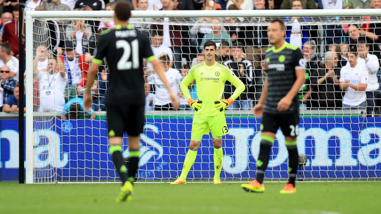 thibaut-courtois-chelsea-swansea-premier-league-dejected_3784259