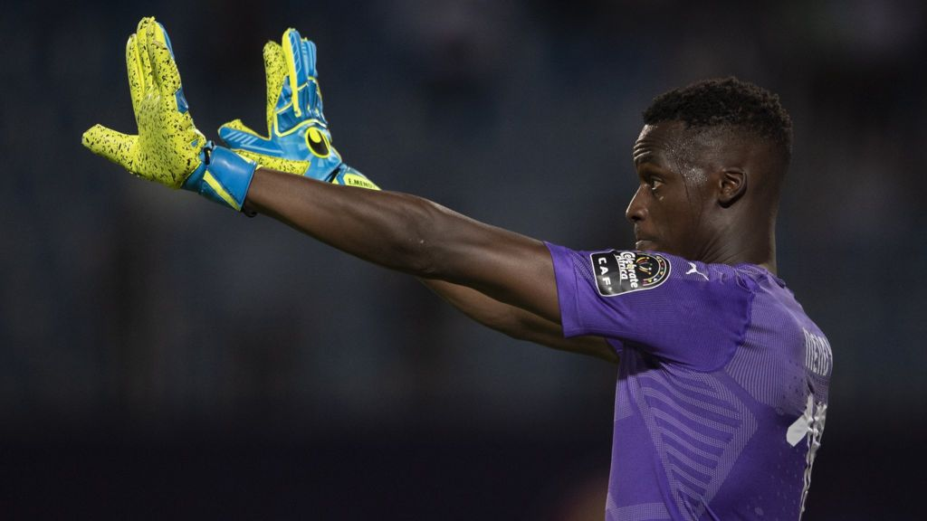 Rennes goalkeeper Edouard Mendy is currently undergoing his Chelsea medical.