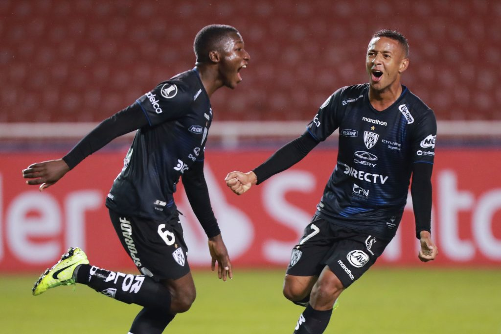Chelsea set to miss out on Ecuadorian midfielder Moises Caicedo as Manchester United edge closer to booking a medical. (GETTY Images)