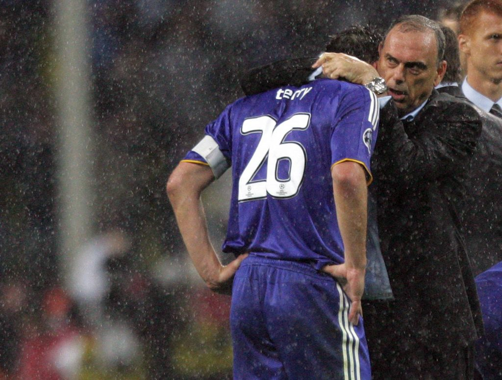 Avram Grant during his time at Chelsea with captain John Terry. (imago Images)