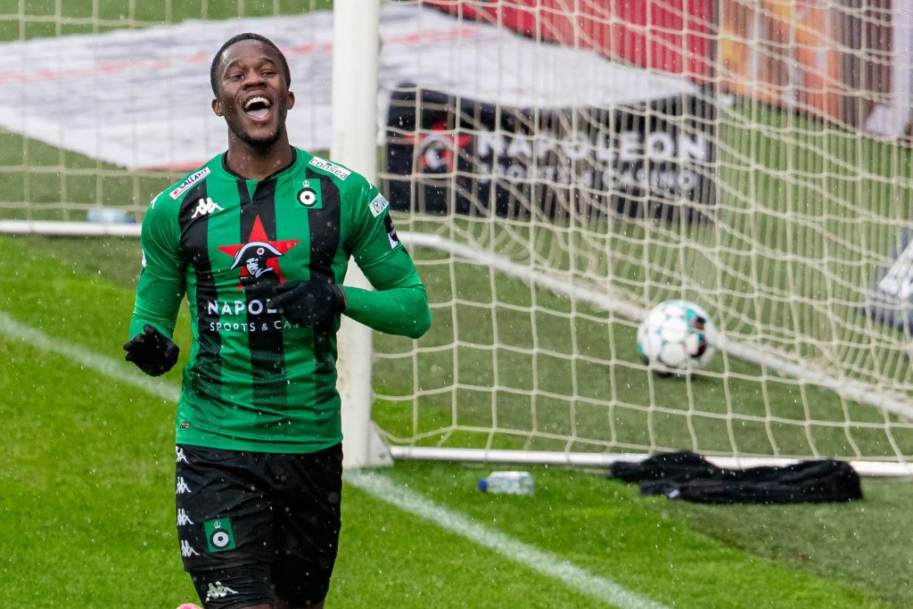 Ike Ugbo of Chelsea is close to a transfer agreement with KRC Genk.