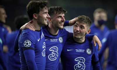 Mason Mount with Billy Gilmour right and Ben Chilwell of Chelsea (imago Images)