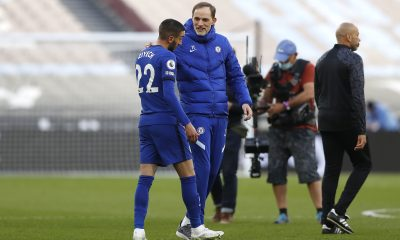 Thomas Tuchel, Manager of Chelsea, and Hakim Ziyech of Chelsea interact.